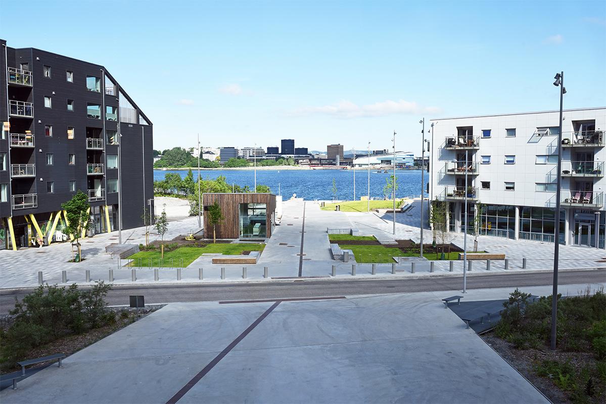 TAG Arkitekter har vært arkitekt- og landskapsarkitekt, mens Svein Boasson AS har vært entreprenør og anleggsgartner for nye Møllendal Almenning. FOTO: Svein Boasson AS