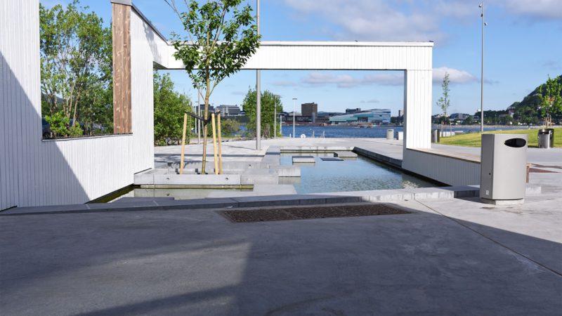 - Bruk av betong som materiale har flere fordeler, men først og fremst nærhet til anleggsområdet, formbarhet og kort leveransetid, i følge anleggsgartner Boasson. FOTO: Svein Boasson AS.