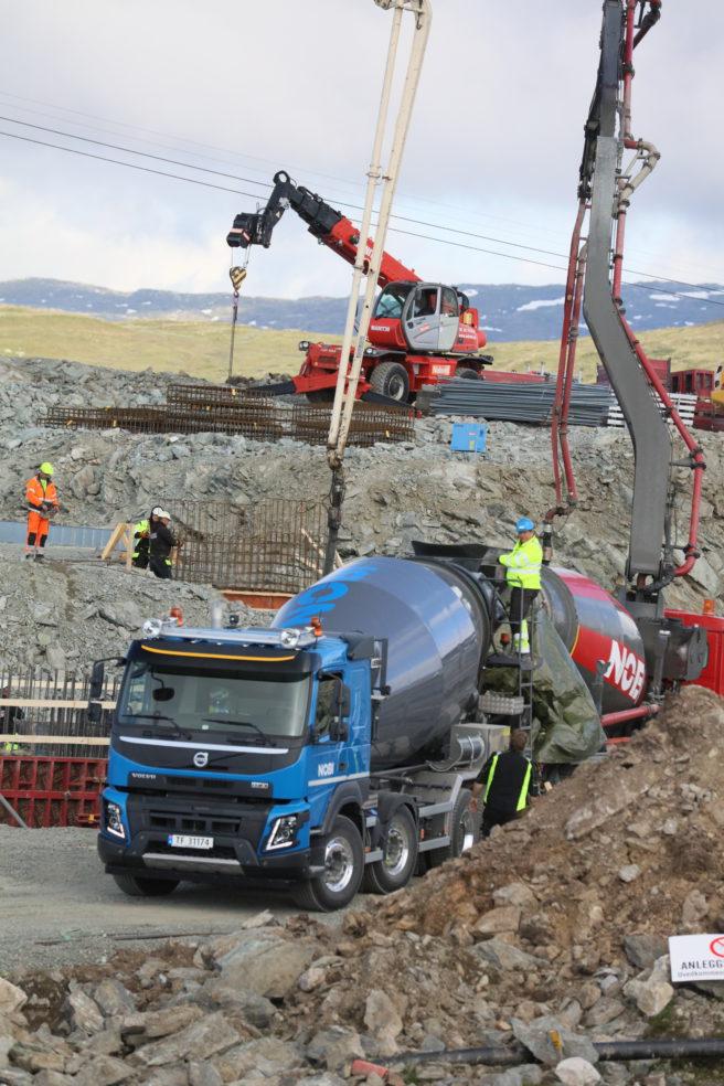 13. juni var en merkedag for NOBI på Voss. Støping av fundament for vendehjul på Hangurstoppen for Voss Resort stod på timeplanen og, det ble det levert